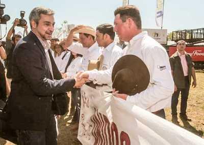 Gobierno con firme compromiso de abrir mercados para la producción nacional, afirmó Abdo