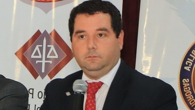 Renuncia vice ministro Hugo Volpe