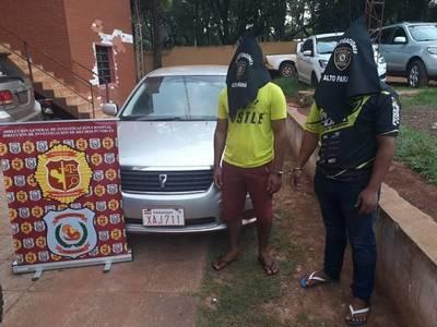 Apresan a dos presuntos asaltantes y recuperan vehículo robado