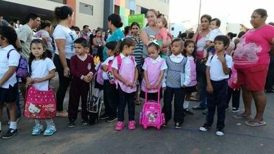 HOY / Inicio de clases no se retrasará por la epidemia del dengue