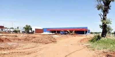 FF.AA. arrienda terreno, sin licitación, a  supermercado de capital brasileño
