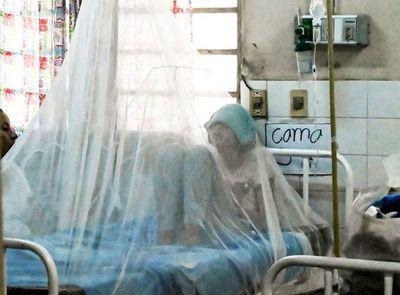 Hospitales públicos y privados en colapso