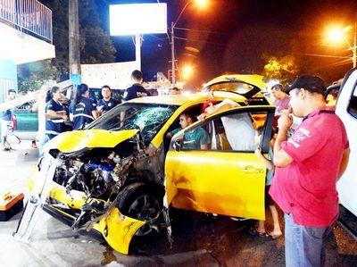 Taxista muere en un violento choque