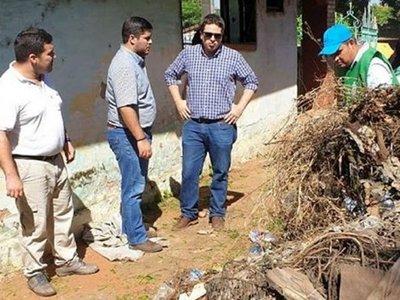 Fiscalía imputa a tres personas tras no limpiar sus viviendas en Ñemby