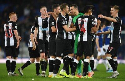 Agónico empate del Newcastle de Almirón ante el Everton