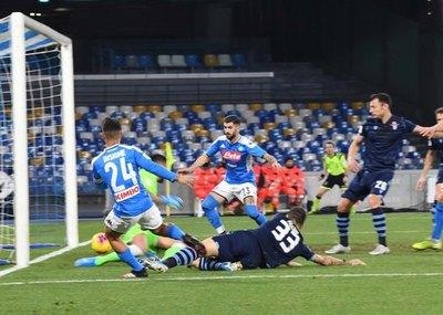 Napoli derrotó a Lazio y clasificó a 'semis' de la Copa de Italia