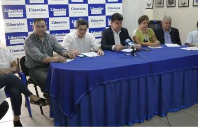 Partidos opositores piden destituir a tres ministros