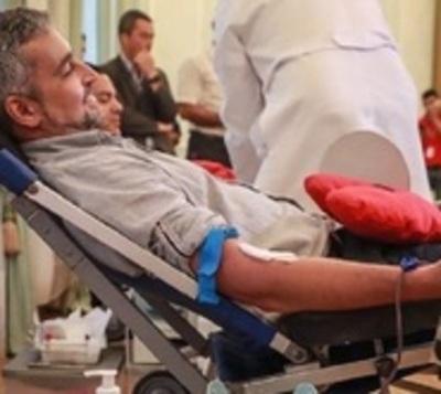 Mazzoleni confirma que Mario Abdo tiene dengue