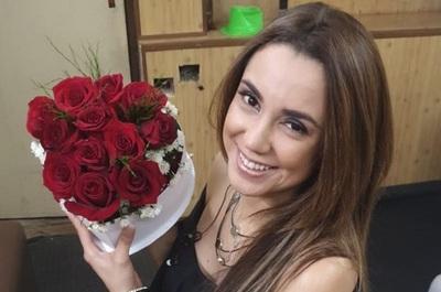 Vivi Figueredo una vez más recibió flores de un admirador