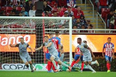 Con un golazo paraguayo, Dorados sorprendió a Chivas