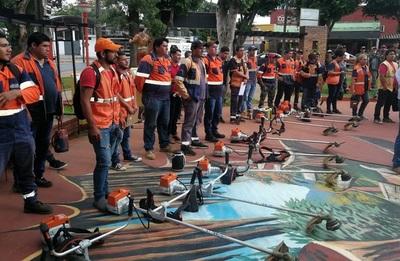 Dengue: Entregarán equipos de limpieza a gobernaciones