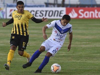 Guaraní debuta con altura y pone un pie en segunda fase