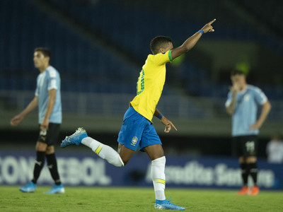 Brasil derrota a Uruguay y se hace líder del Grupo B