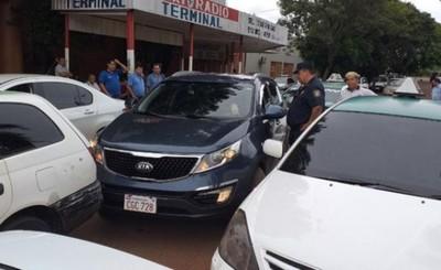 Taxistas iniciaron cacería de conductores de MUV y Uber en CDE