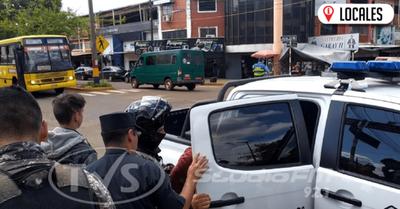 Agentes del grupo Lince aprehendieron a dos jóvenes en el Circuito Comercial de Encarnación