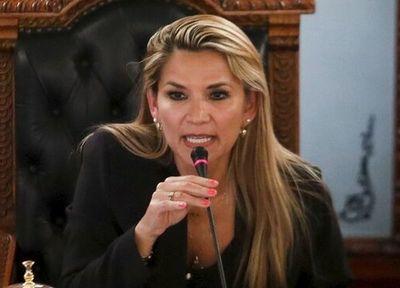 Ministros bolivianos abren la puerta a una candidatura de la presidenta Áñez