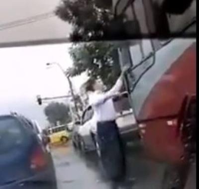 """Hombre que devolvió la basura del chófer: """"Hay que concienciar, no tirar basura desde el vehículo"""""""