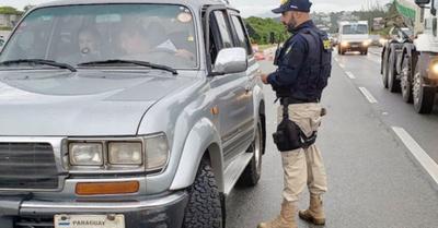 Polis rapais multaron a paraguayos veraneantes