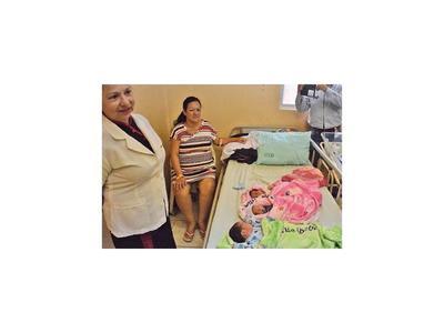 Una mujer da a luz trillizos en un hospital  de CDE