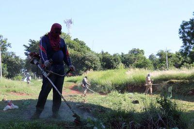 Ñemby realiza minga e imputa a dueños de casas abandonadas