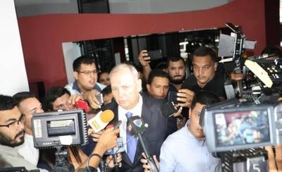 HOY / Jueza procesa al exintendente Mario Ferreiro