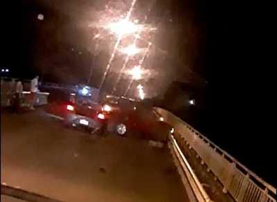 Camioneta de la Comuna de Puentesiño protagoniza percance sobre puente Nanawa