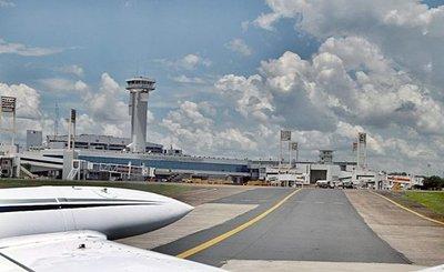 Ante alerta de coronavirus inician controles en aeropuerto
