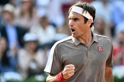 Federer sufre en jornada de sorpresas del Abierto de Australia