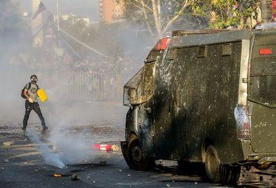 La revuelta social continúa en Chile con potente manifestación en Santiago