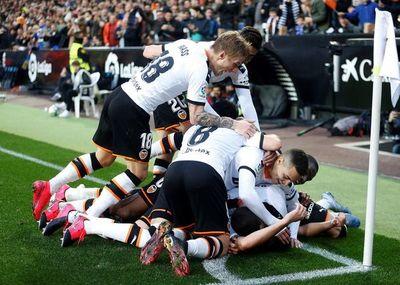 Valencia recupera su mejor versión y tumba al Barcelona