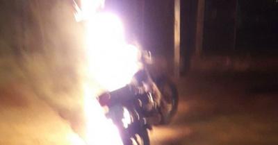 """Don """"nervio"""" prendió su motoca por ser multado"""