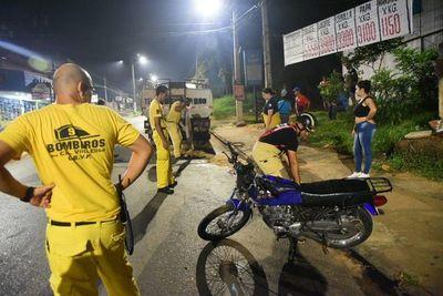 Un motociclista herido tras chocar con un camión de gran porte