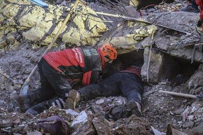 Turquía busca sobrevivientes, confirma 35 muertos en sismo