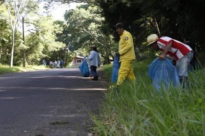 Celebran día de la Educación Ambiental con limpieza contra el dengue