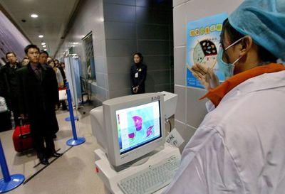 China restringe viajes y endurece medidas para luchar contra el virus