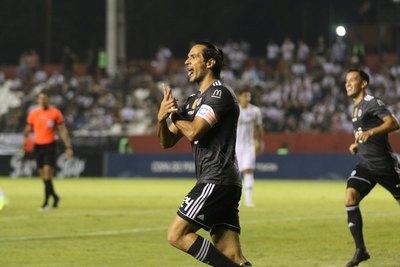 Roque Santa Cruz: 13 goles en sus últimos 8 partidos