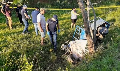 Caaguazú: Adolescente murió al chocar con motocarro contra un árbol