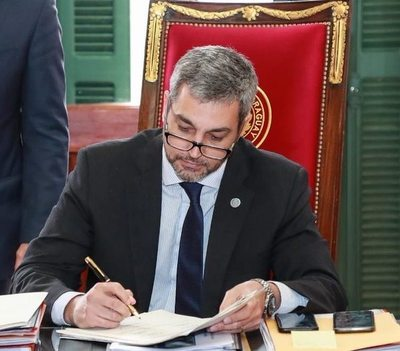 """Abdo """"saltó"""" su reposo, fue al Palacio y un tema que le preocupa en agenda: las peleas entre líderes regionales"""