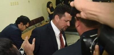 Autorizan traslado de Ulises Quintana para ir al sepelio de su padre