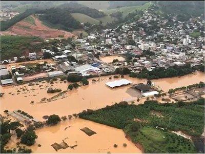 Suben a 45 los muertos por lluvias en Brasil
