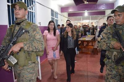 Ministra de Justicia visita el penal de PJC una semana después de la fuga