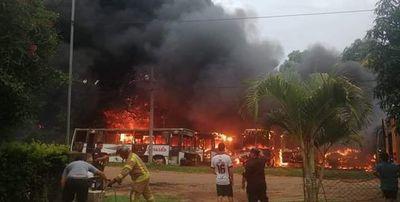 Incendio de buses en Mariano Roque Alonso