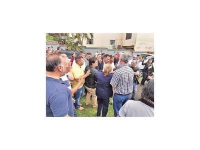 Con permiso judicial, Ulises Quintana fue al sepelio del padre