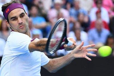 Federer a semifinales de Australia tras salvar siete puntos de partido