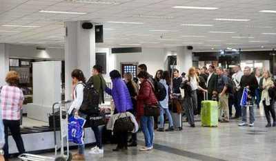 Demora en atención a pasajeros en el Silvio Pettirossi no retrasó vuelos, asegura director