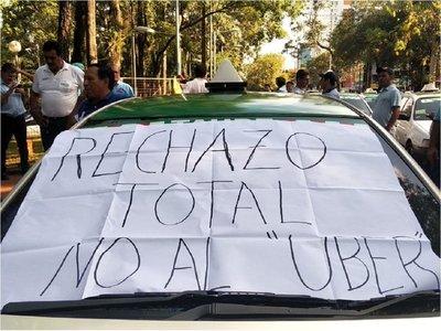 Taxistas se movilizan en CDE contra reglamentación de MUV y Uber