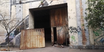 HOY / Predios abandonados, convertidos en aguantaderos: Municipalidad advierte multas
