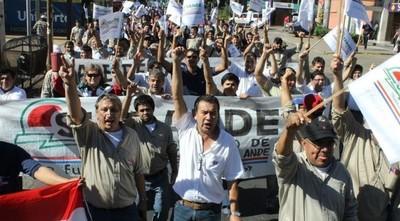 Sindicalistas de ANDE evalúan ir a huelga