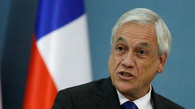 Piñera reitera su respaldo a los Carabineros y admite errores en el manejo de la crisis