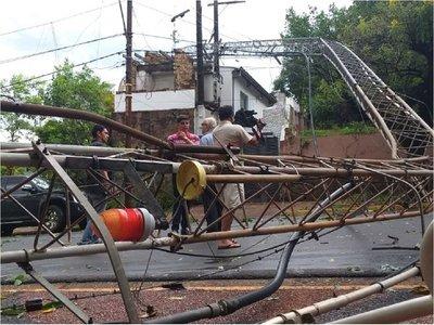Fuerte temporal azota  la ciudad de Encarnación y causa destrozos
